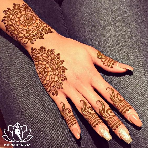"""EID henna for the lovely, Sarah! @rosenbaumsgirl My apologies for not being able to take many appointments for EID this time of the year. University is…"""