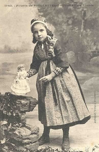 Poor People Toys : Victorian girl with her toys poor girls would