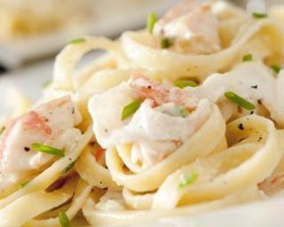 Tagliatelles surimi et crème légère : http://www.fourchette-et-bikini.fr/recettes/recettes-minceur/tagliatelles-surimi-et-creme-legere.html