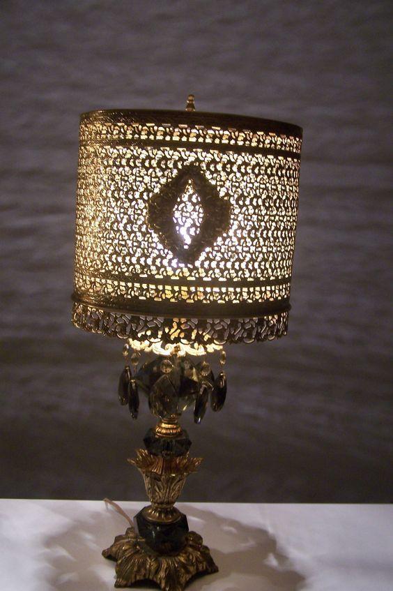 vintage HOLLYWOOD REGENCY lamp METAL SHADE