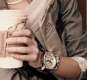 Un reloj, café, y periódico. Todo lo que necesito.