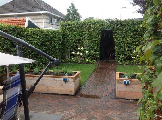 kleine tuin met groot terras en onderhoudsvrije tuin