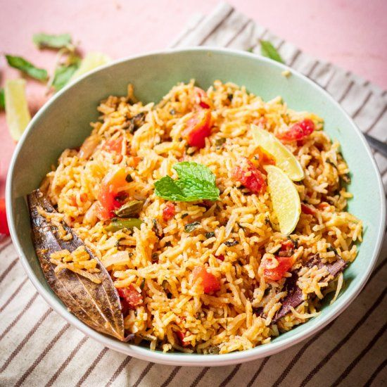 Step By Step Instructions Rich Delicious And Easy Tomato Rice Recipe Cooked In Lusciously Sweet Coc Tomato Rice Tomato Rice Recipe South Indian Rice Recipes