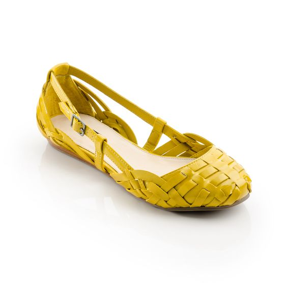 One of my favorite shoe colors :) It all started with a pair of mustard yellow loafers years ago...