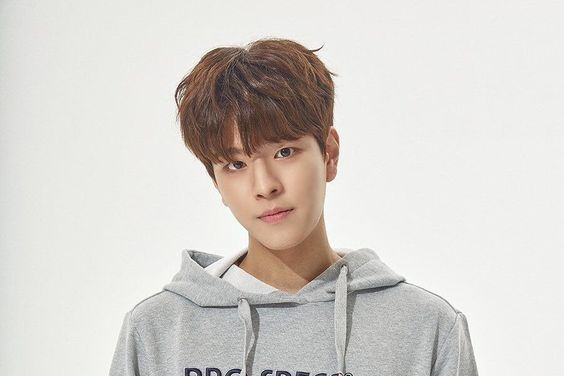 """Stray Kids' Seungmin To Leave MC Position On """"After School Club"""""""
