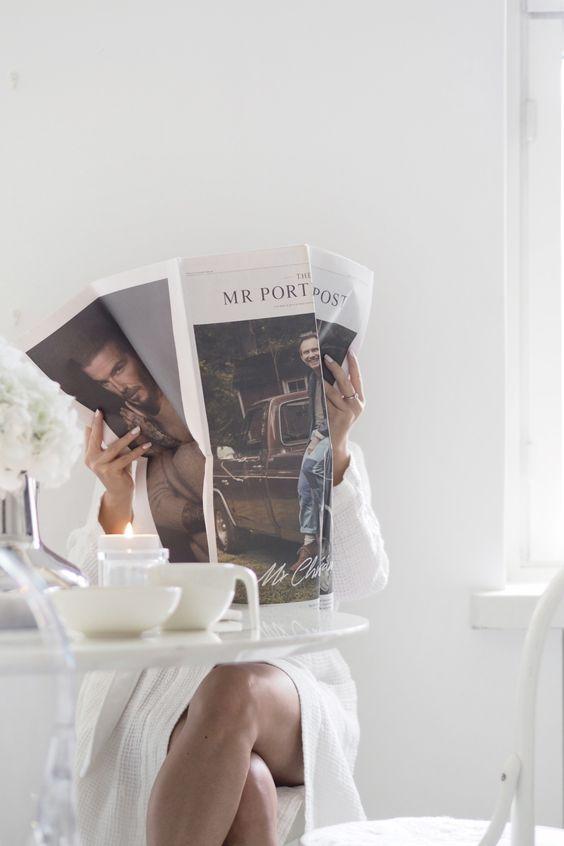 Char and the city, charandthecity.com, yksin, yksinäisyys, sinkku, sisustus, keittiö, ruokapöytä, balmuir, morning, robe, bathrobe, photoshoot, fashion, blogger, white aesthetics, kitchen, home, fashion