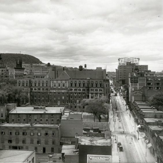 After looking through the @montrealgazette #archive library for a few minutes, I stumbled upon this panorama of #Montreal circa 1926. The street on the right is Bleury St. The Caron building can be spotted far in the back. Among the other businesses in the photo, you can see Jaeger Pure Wool, Dominion Cord & Tassel Co. Limited, Willard Battery Distributors, The Modern Printing co. and several others.  #OldMontreal Photo by Notman Photographic Archives on loan by the McCord Museum.