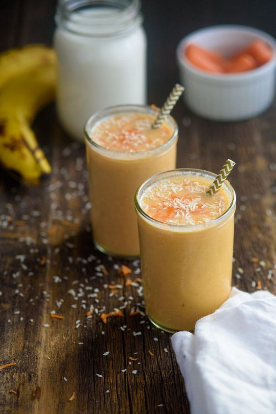 6 款简单健康 SMOOTHIE // 早餐喝一杯 SMOOTHIE 代餐,减脂又有饱腹感!只需要 4 种食材就能轻松 BLEND 出健康奶昔!