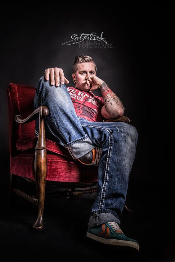 So ihr lieben ..ich habe einen neuen Sessel der darauf wartet mit euch oder euren Tieren fotografiert zu werden...darf ich vorstellen....der kann auch Pink werden oder grün..oder blau..oder gelb lachh....Shooting gefälltig ? Preise findet ihr unter www.schuberts-fotografie.de