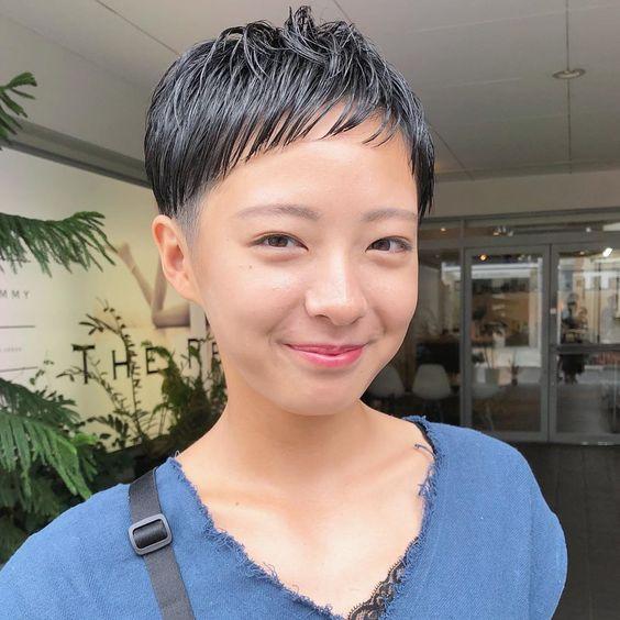倉田聡子 theremmy hairsalonはinstagramを利用しています 女性のツーブロックの潔さ サイドは3ミリで刈ってます お盆休みで久しぶりに会えるお客様が増えていて嬉しいなあ web予約されたお客様からの口コミも読ん 女性 ショート ベリー