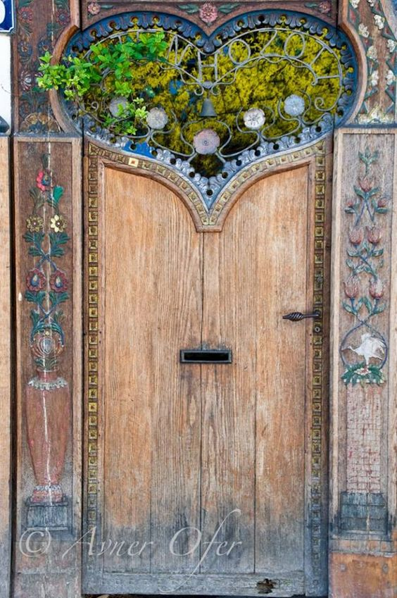 thegryphonsnest: A Sweet Door In Paris By Avner Ofer Beautiful Old Rustic Door, Love It.