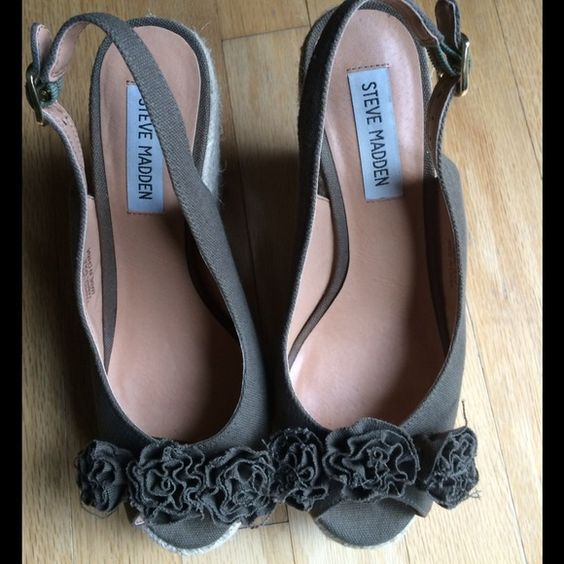 Olive green wedges, 8.5, Steve Madden Olive green, fabric Steve Madden wedges.  Size 8.5 Steve Madden Shoes Wedges