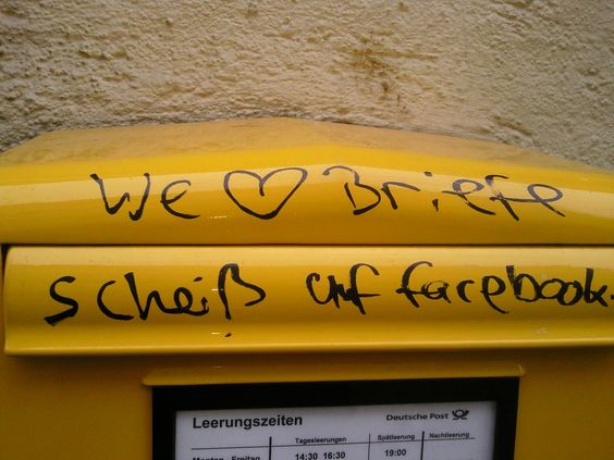 We love Briefe. Scheiss auf Facebook.