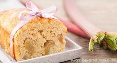 Saftiger Obst-Kuchen ohne Butter und Zucker auf backenmachtgluecklich.de // low fat sugar free cake recipe