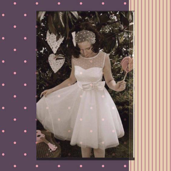 Matrimonio anni 60....corto, pizzi, velette & C. Alessandro Tosetti www.tosettisposa.it Www.alessandrotosetti.com #abitidasposa #wedding #weddingdress #tosetti #tosettisposa #nozze #bride #alessandrotosetti