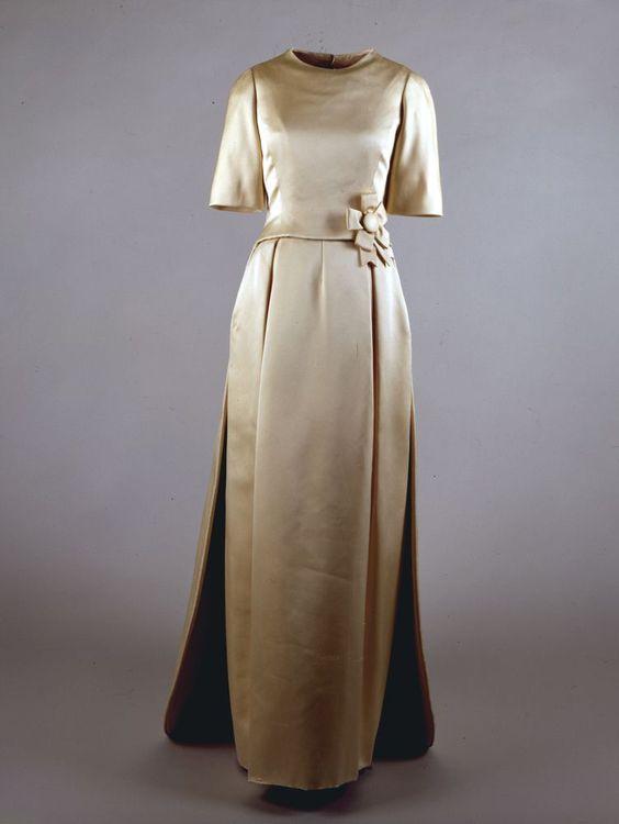 Oleg Cassini evening dress worn by Jacqueline Kennedy to John F ...