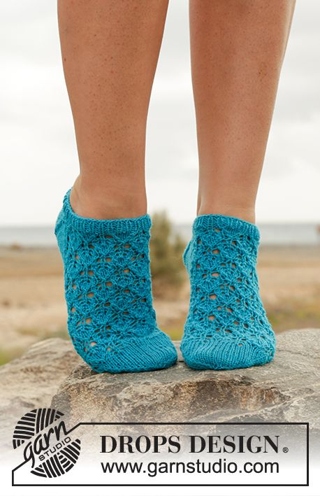Knitting Pattern For Ankle Socks : Splash! Ankle socks with lace pattern in