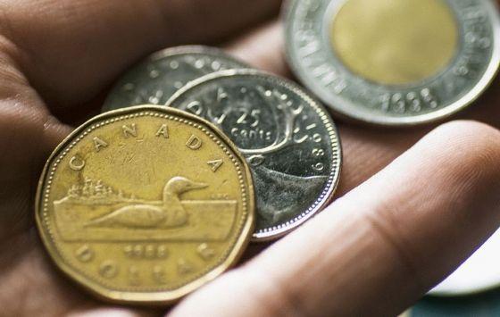 تمكن الدولار كندي من الاستمرار فى الارتفاع خلال تداولات اليوم ليتداول الان عند مستويات 1 3300 وصولا لاعلي مستويات خلال 4 اش Exchange Rate Money Canadian Dollar