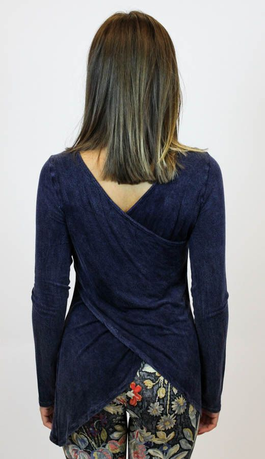 We love the back on our new Like It Low Top from Vintage Havana! #ShopVamped