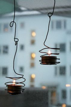 This DIY suspended tea light holder is made from wire and simple tea lights. All that's required is some tweaking and turning with a pair of pliers.