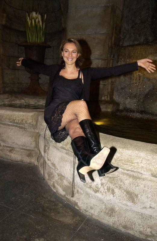 Caroline Beil   Leder, Beil und In pantyhose