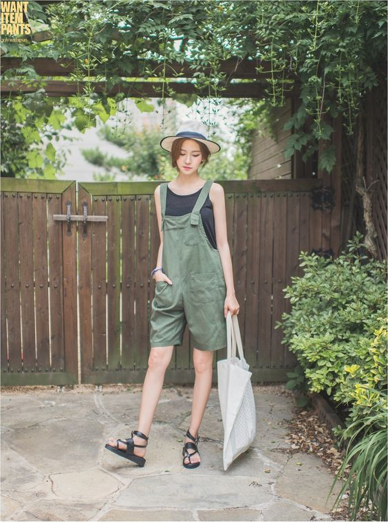 Cute Summer look with overall shorts:
