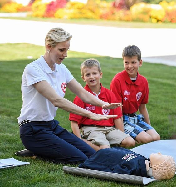 Red Crescent Societies (IFRC) goodwill ambassador Princess Charlene of Monaco (L) pose with children during the launch of World First Aid Day 2016 with this years theme of 'First aid for and by children,' on September 9, 2016 at the United Nations Office in Geneva.