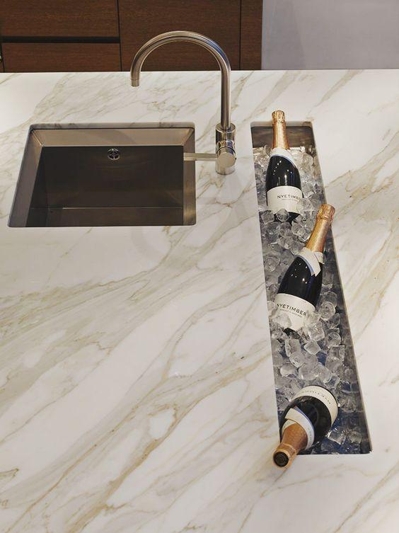 Uma ótima ideia para colocar bebidas geladas, pode ser na cozinha ou em uma varanda para receber os convidados