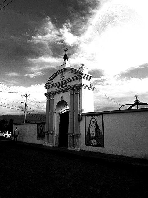 Entrada al Cementerio - Urcuqui