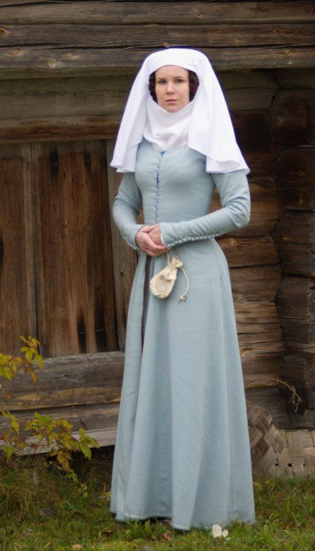how to make 14th century kirtle