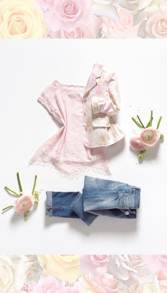 Una pioggia di petali! #Abbigliamentobambina, vestiti bambina, vestiti #cerimonia, abiti cerimonia bambini, #vestitino bambina #cerimonia #cerimoniabimbi#abbigliamentowww.elsyspa.com/...
