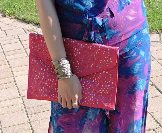 My new favourite clutch for summer: #ViabyVieta from #Winners!: http://www.thepurplescarf.ca/2014/06/fashion-style-forever-21-is-bringing-sexy-sophistication-back.html #fashion #style #clutch #purses #winnersfabfound