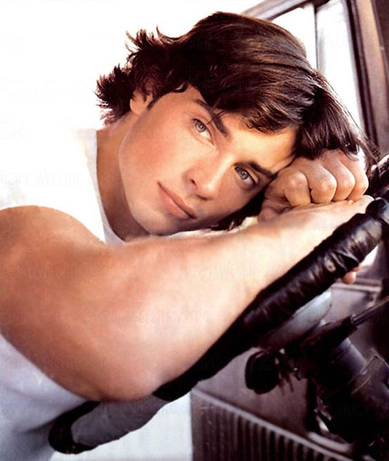 """Thomas John Patrick """"Tom"""" Welling (born April 26, 1977) is an American actor, director, producer, and former model, best known for his portrayal of Clark Kent in the WB/CW series Smallville. Description from drunkengossip.com. I searched for this on bing.com/images"""