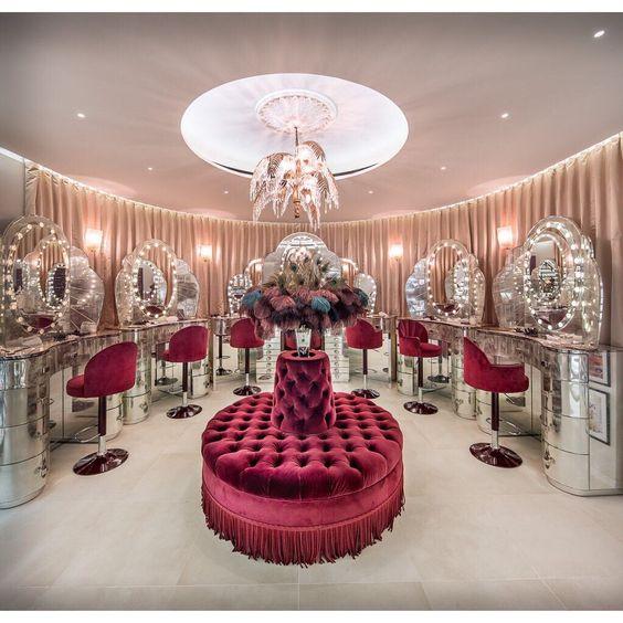 Pin By Katia Divine On Shopper Beauty Salon Decor Makeup Studio Decor Salon Suites Decor