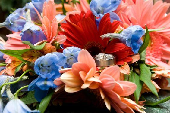 @Maria Pocivasek 's BEAUTIFUL gerber daisy wedding flowers!
