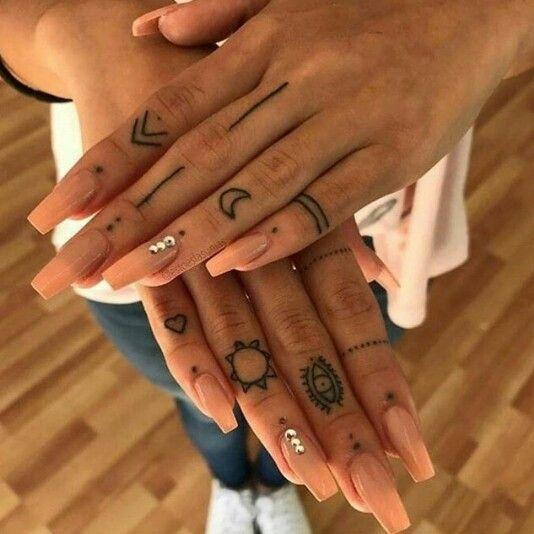 Aranzadrive Tatuaje Dedos Mano Tatuaje Pequeno En La Mano Tatuajes Dedos Mujer