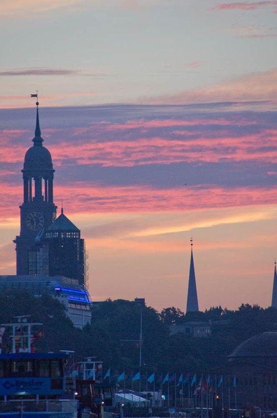 Hamburg Michel zum Sonnenaufgang