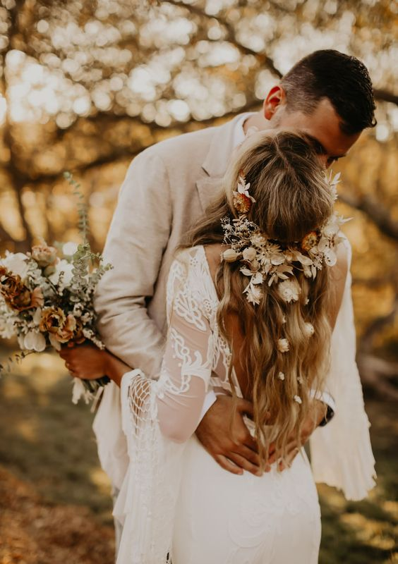 boho dried flower hair piece- This outdoor wedding is perfect relaxed, boho inspiration. It features a fringed wedding dress, 70s design inspiration, a floral chuppah and dried flowers.