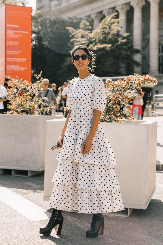 Street Style #PFW / Día 4: zapatos de terciopelo, abrigos de cuadros y faldas plisadas son tres imprescindibles entre las tendencias de la temporada y las calles de París. ©️️ Diego Anciano / @collagevintage2