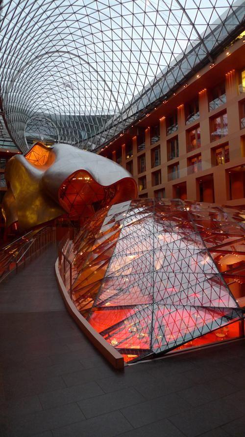 Im ersten von Frank O. Gehry in Europa verwirklichten Gebäude zeigt das Vitra Design Museum ab 2. Oktober 2010 mit der Ausstellung Frank O. Gehry seit 1997 eine