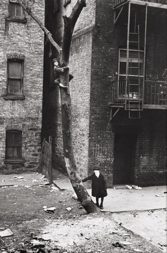 NY by Helen Levitt, 1940.: