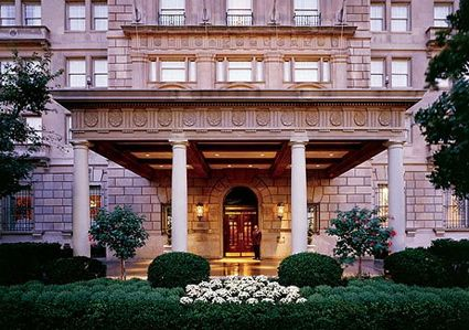 I worked as Sous chef at the Hay-Adams Hotel in Washington D.C. Like the Jefferson it attracted many famous guests. #hayadamshotel #chefkevinashton #famous #rosenarva