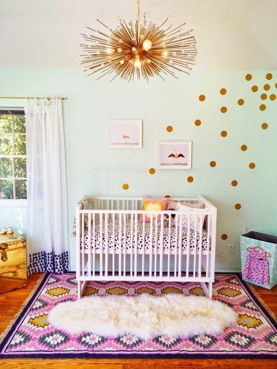 chambre de bébé dorée