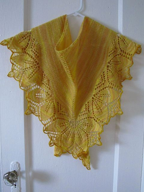 Dayflower Lace Knitting Pattern : chal triangular a dos agujas color caramelo Tejidos ...