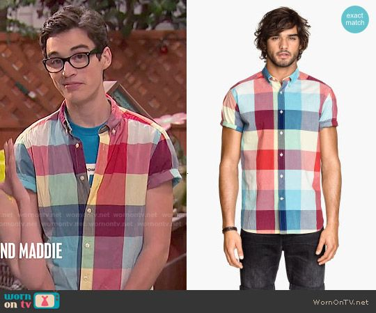 Joey's multi colored checked shirt on Liv and Maddie.  Outfit Details: http://wornontv.net/51673/ #LivandMaddie