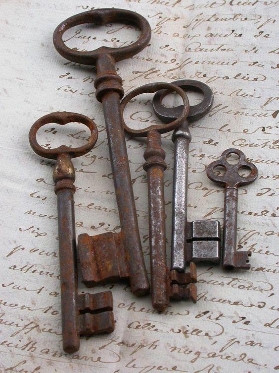 Lot Antique huge french Skeleton Key, antique patina  French Vintage Skeleton Key Pendant Paperweight flower heart shape vintage charms. $30.00, via Etsy.