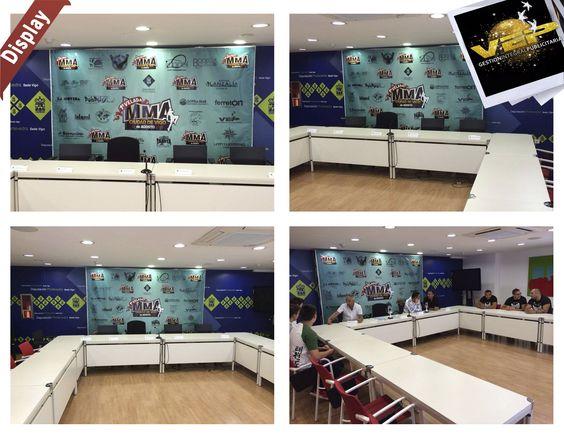 Qué os parece el Display Roll que hemos realizado para el evento MMA Galicia? tanto la impresión como el diseño.  Como podéis ver ya la están utilizando para la rueda de prensa! también estará presente en el evento donde podréis sacaros fotos con los luchadores!