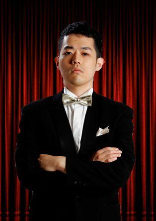 腕を組んでいる濱田祐太郎さん