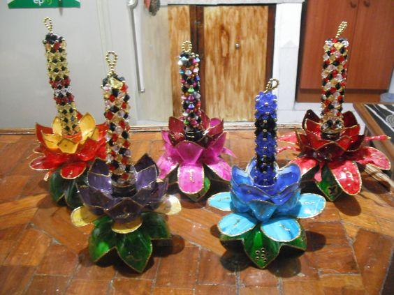 Candelabro con botellas reciclables y perlitas reciclaje for Decoraciones de botes de plastico