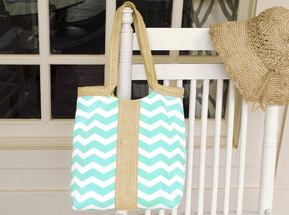 Chevron Bag | Free project on the Fabric Editions website.